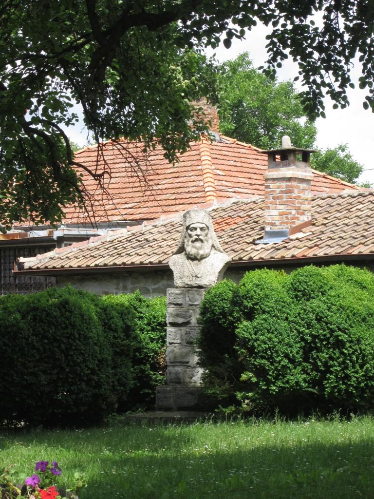 Паметник на Иларион Макариополски